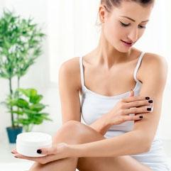 Rajeunissement du visage s'accompagnent souvent d'un traitement adapté des mains